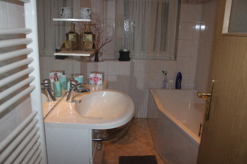 Wohnung 4 - Badezimmer mit Badewanne