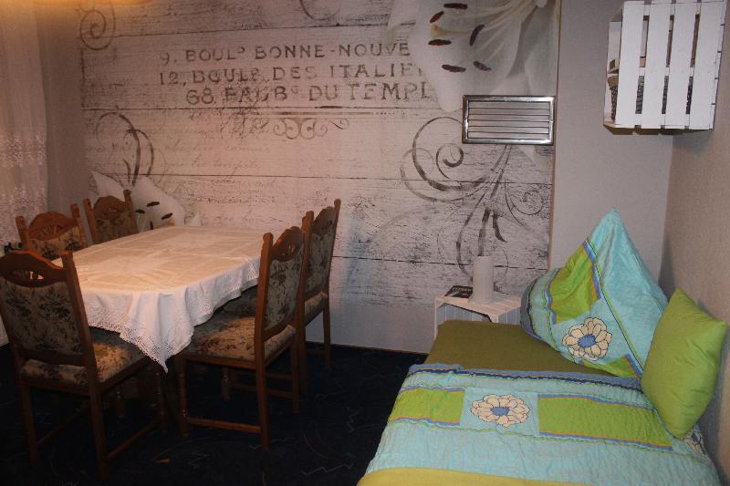 Wohnung 4 - Schlafzimmer mit 2 Einzelbetten