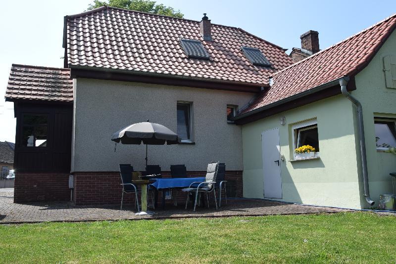 Terrasse lädt zum Entspannen und grillen ein