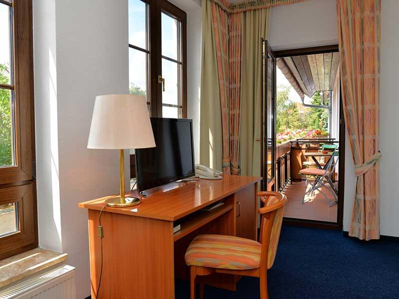 Zimmeransicht mit Balkon