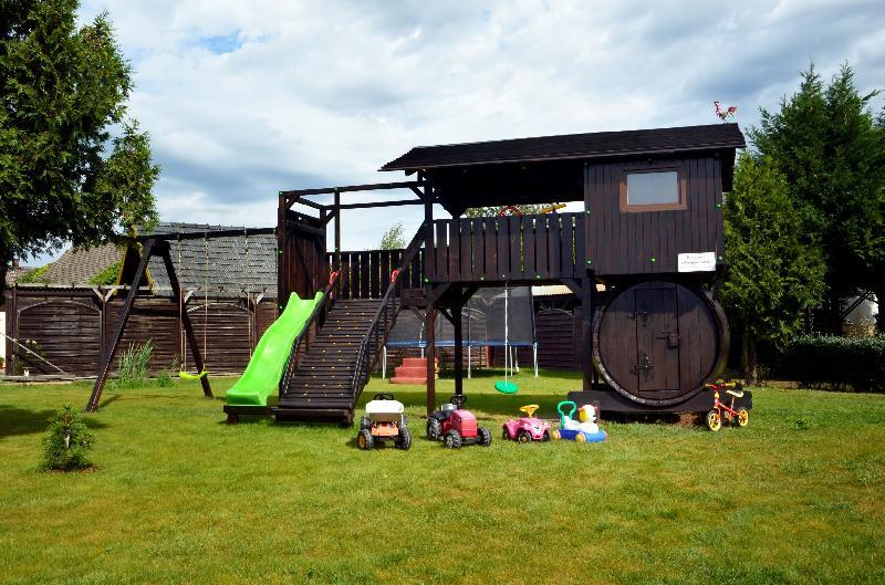 Spielplatz mit Garten