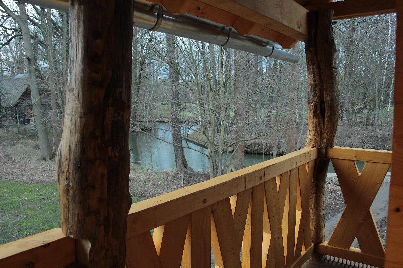 Blick zum Fluss vom Baumhaus